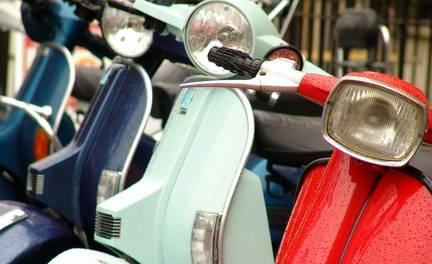 Scooter APK met of zonder grondige wasbeurt en wax-behandeling bij Scooterspot in Amsterdam-Zuid