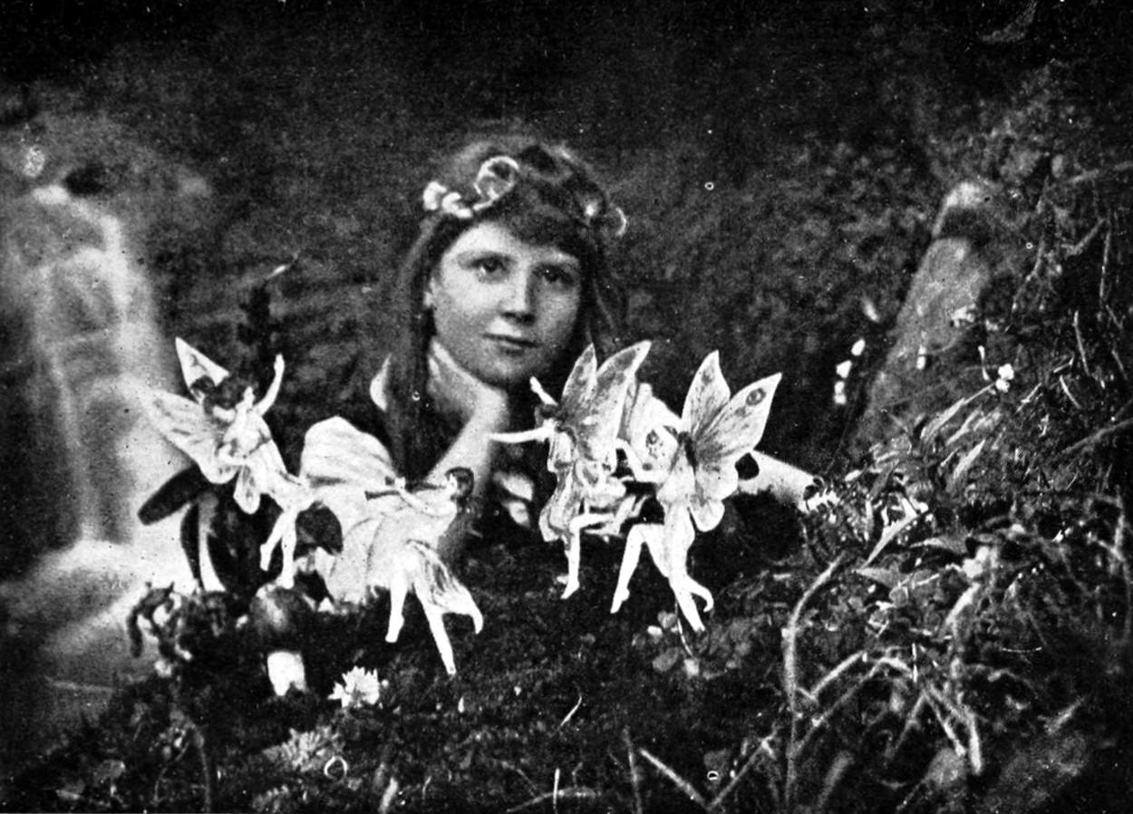 Znalezione obrazy dla zapytania Elsie Wright and Frances Griffiths
