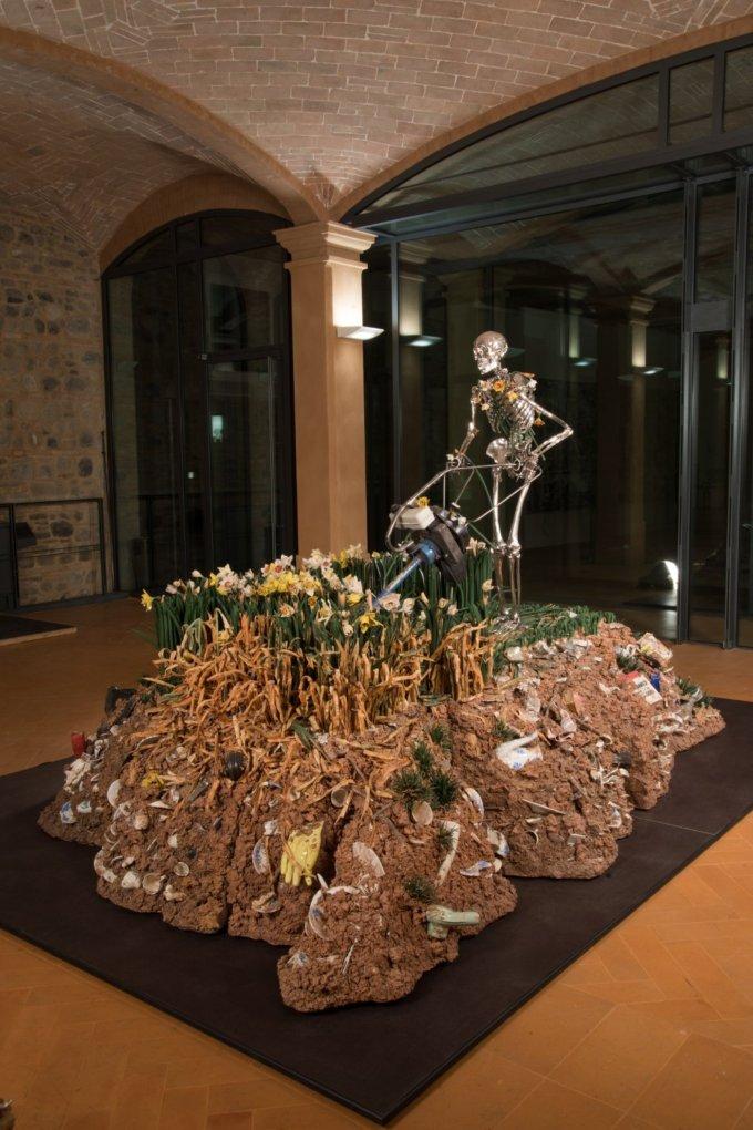 <em>Madonna scheletrita, </em>Bertozzi & Casoni, 2008