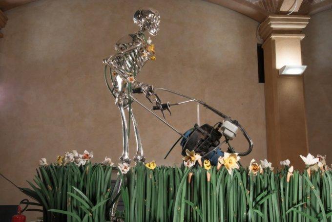 <em>Madonna scheletrita, </em>Bertozzi & Casoni, 2008<em><br /></em>