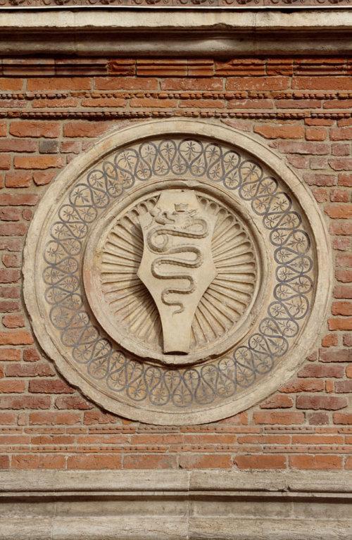 Il Biscione sulle pareti della Chiesa di Santa Maria delle Grazie