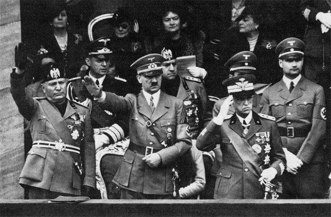 Mussolini, Hitler e Vittorio Emanuele III di Savoia. 1938