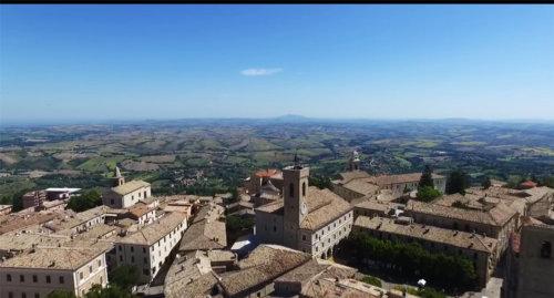 Cingoli-balcone-panoramico-romantico-Italia00
