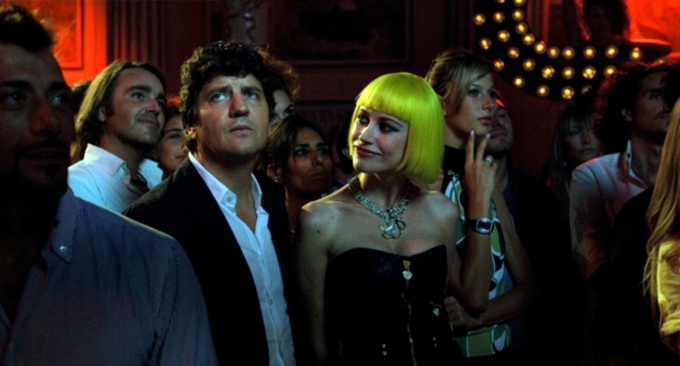 """Fabio De Luigi e Giorgia Wurth in una scena del film """"Com'è bello far l'amore"""""""