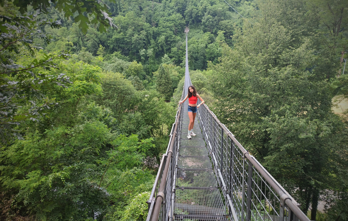 Il ponte che collega i due versanti della valle del torrente