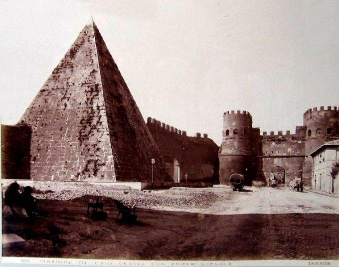 Misteriosa-piramide Cestia centro storico Roma3