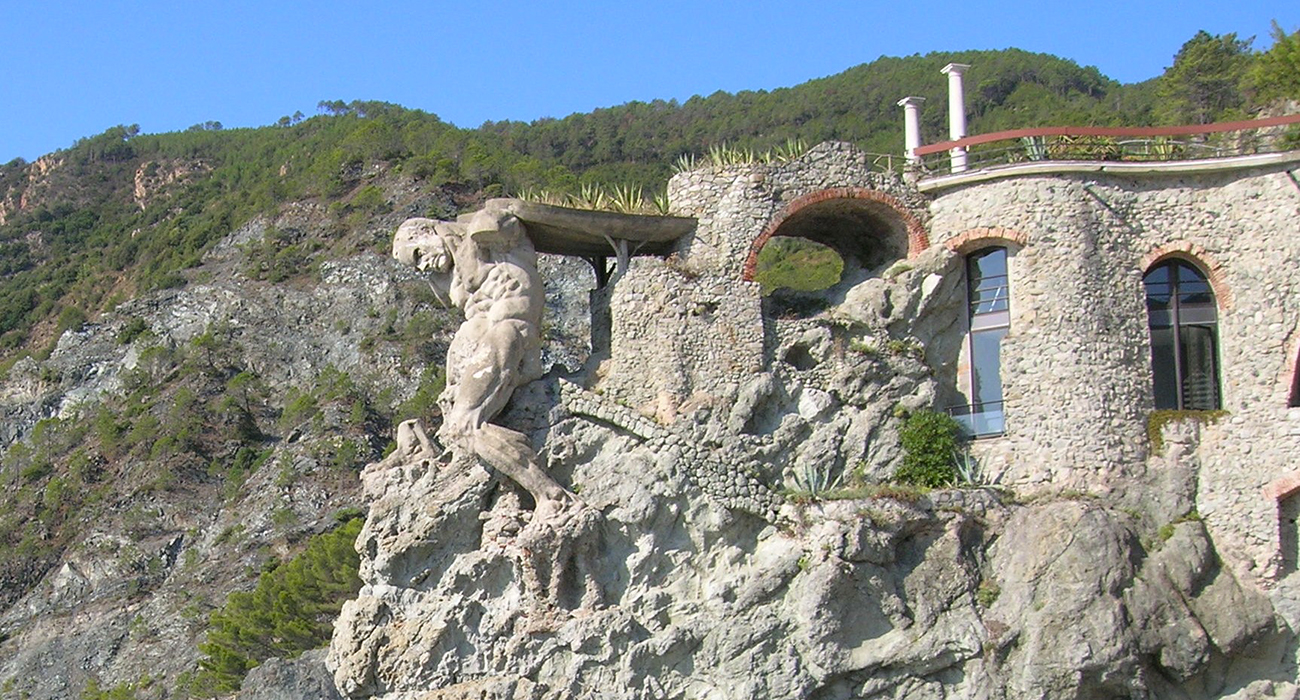 Nettuno-gigante-monterosso-mare-scampato-bombardamenti