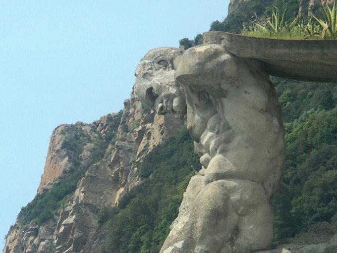 Nettuno gigante-monterosso-mare-scampato-bombardamenti2