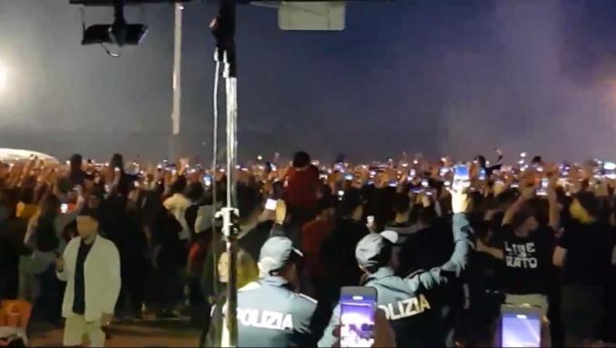 Anche la polizia ama LIBERATO
