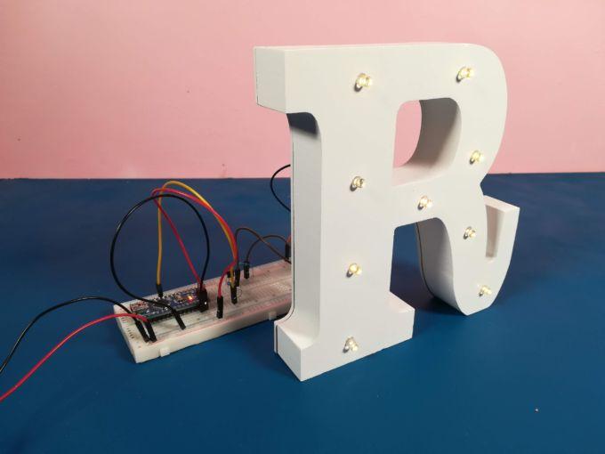 La lettera hackerata, non va più con le pile, ma è collegata ad Arduino.