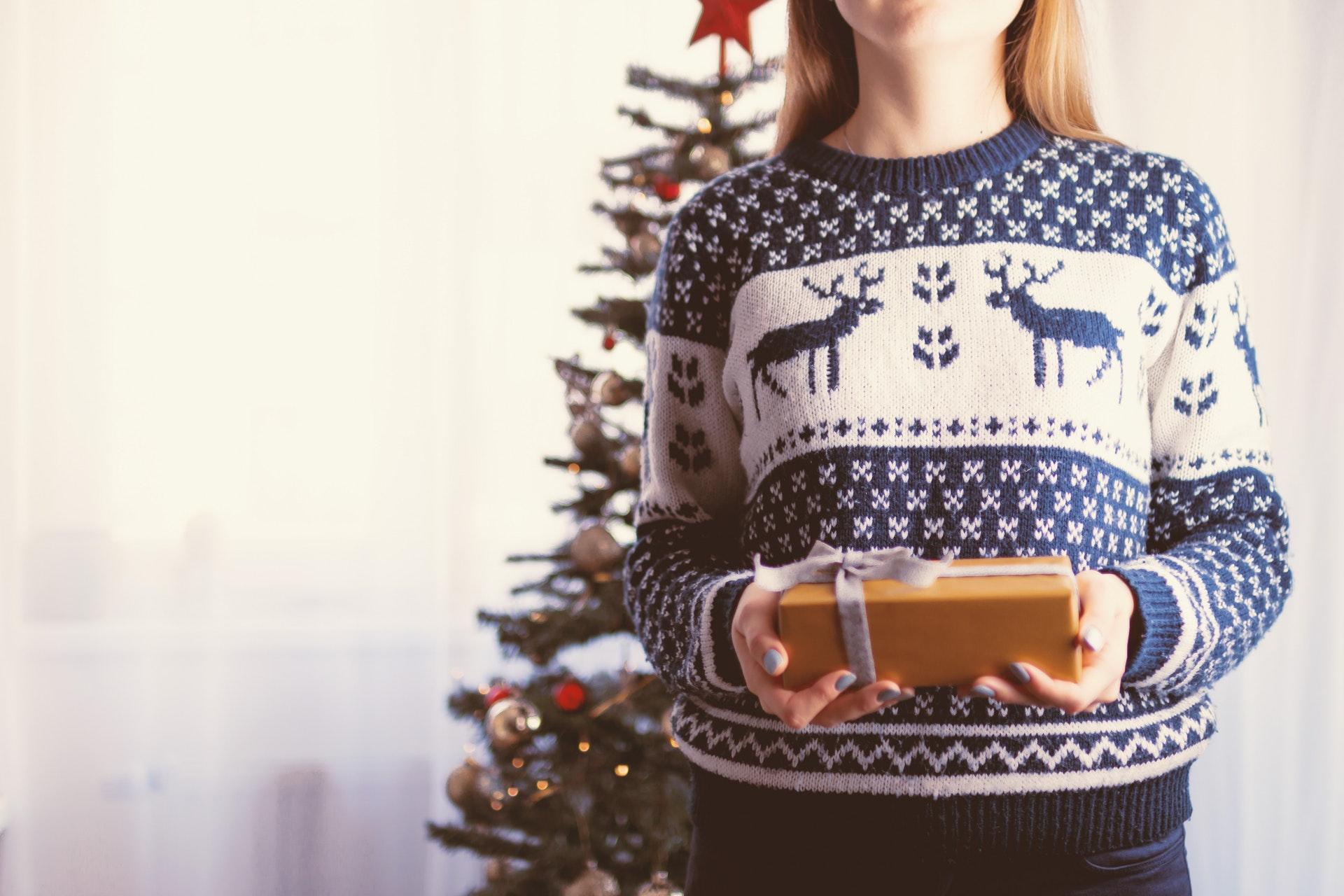 Natale in ufficio: i migliori regali divertenti da fare ai tuoi colleghi