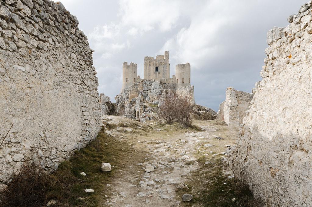 Vista della rocca di Calascio in Abruzzo