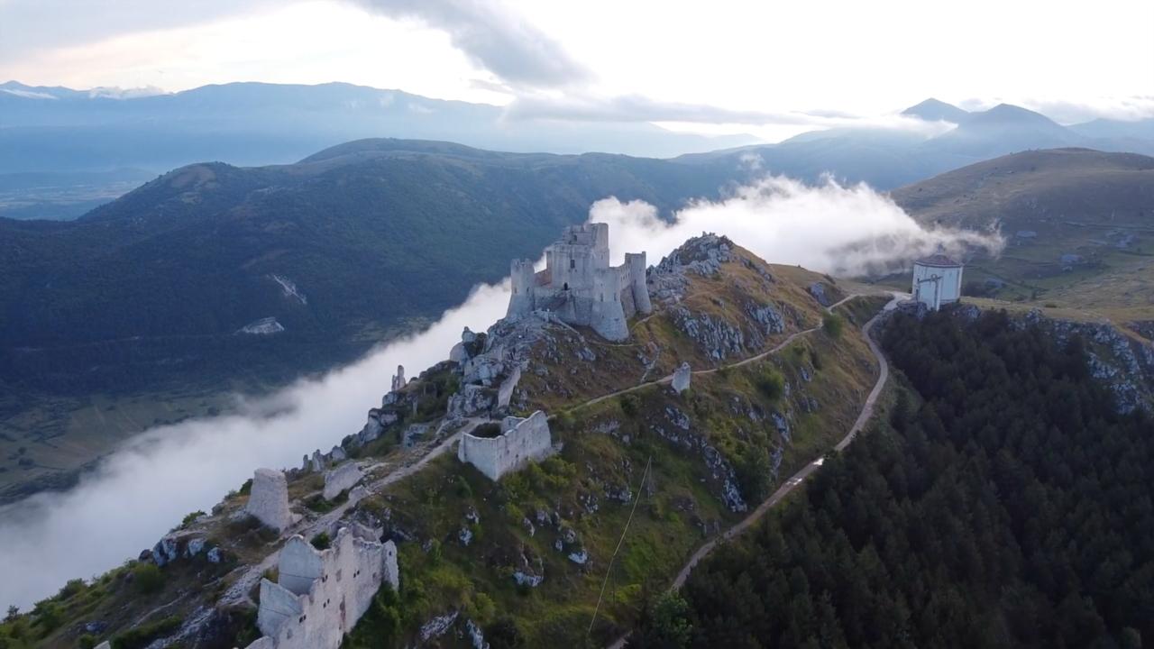 Il castello di Calascio, visto col drone