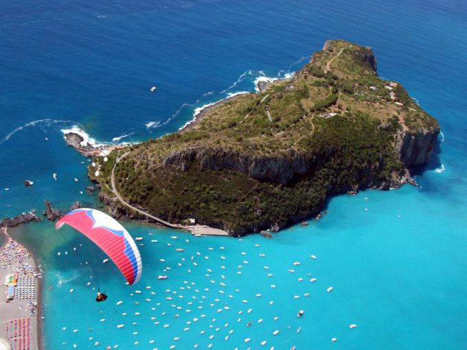Parapendio a Praia a Mare, veduta dall'alto dell'isola Dino