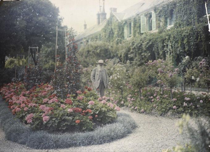 Airbnb apre la casa di Monet al pubblico: un soggiorno da sogno tra le ninfee di Giverny