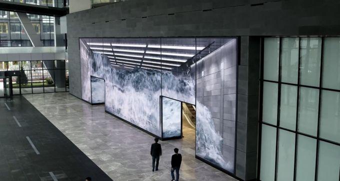 cascata su ledwall gigante