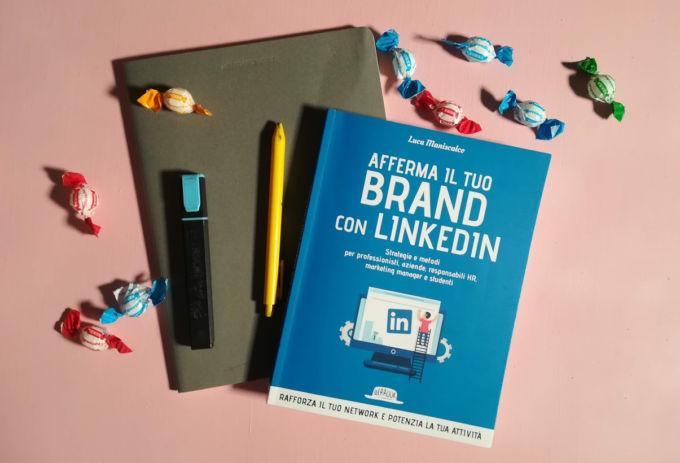 """Copertina del libro di Luca Maniscalco: """"Afferma il tuo brand"""" disponibile su Amazon. Foto di Dailybest.it."""