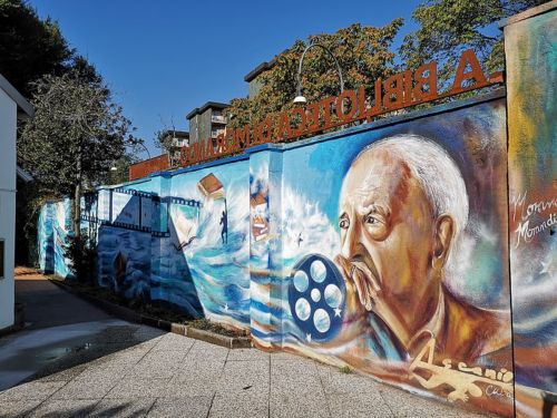 Il murale all'interno del cortile della Biblioteca di Morando