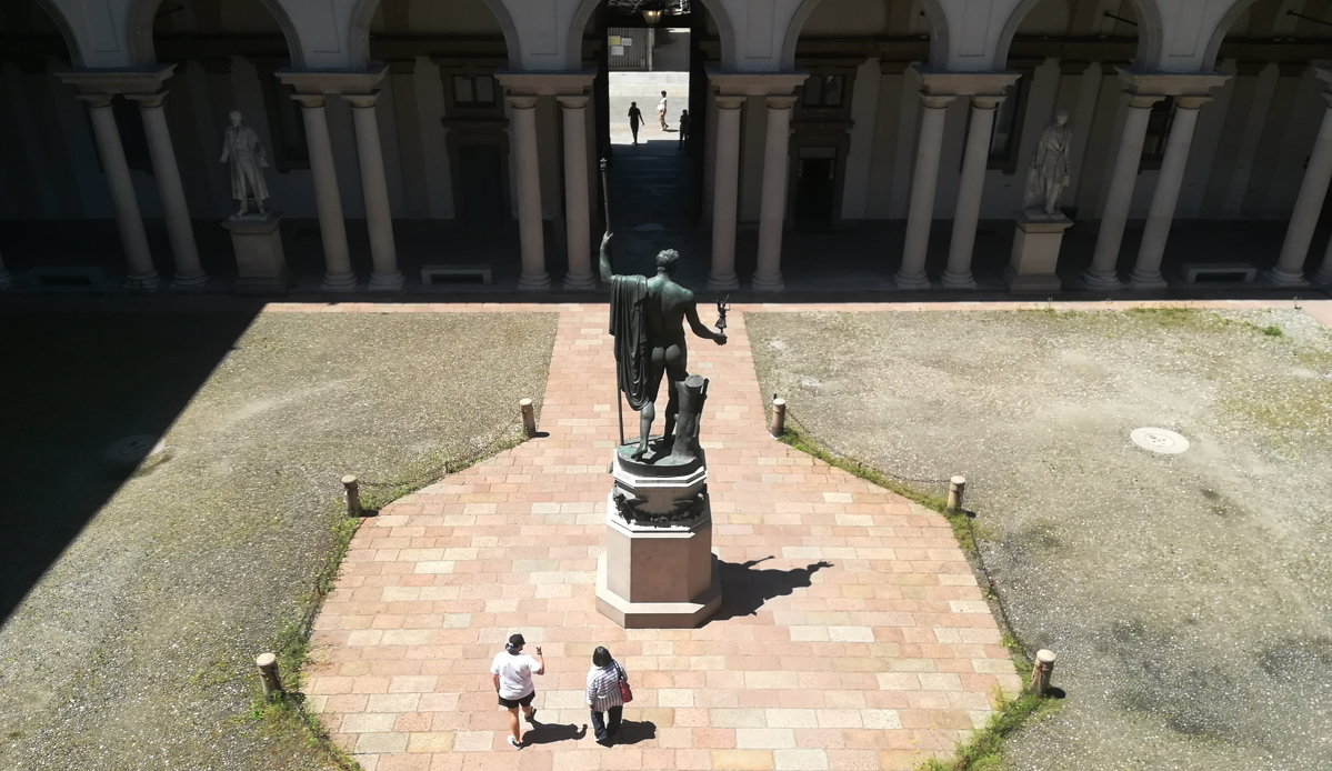 Il Napoleone pacificatore visto da dietro, foto di Dailybest