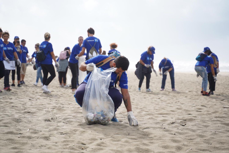 Come bloccare i rifiuti prima che arrivino al mare