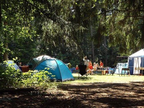 Un campeggio ben allestito – Ph Brahmsee via Pixabay