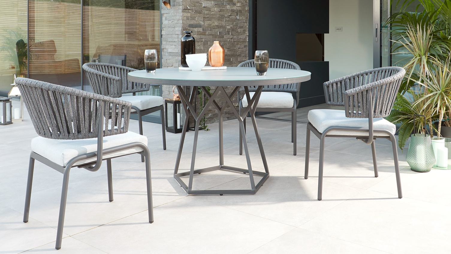 Peachy Porto Round Glass Garden Table And Ivy Chairs Danetti Uk Home Interior And Landscaping Elinuenasavecom