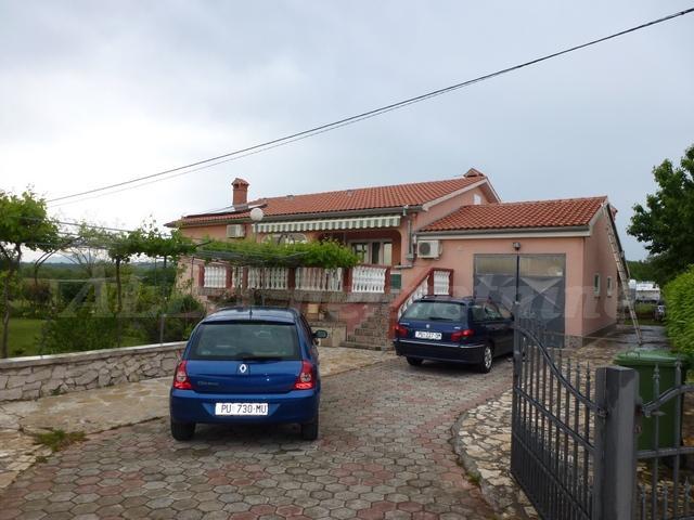 Prostrana kuća u blizini Kapelice (Istra), 242m2