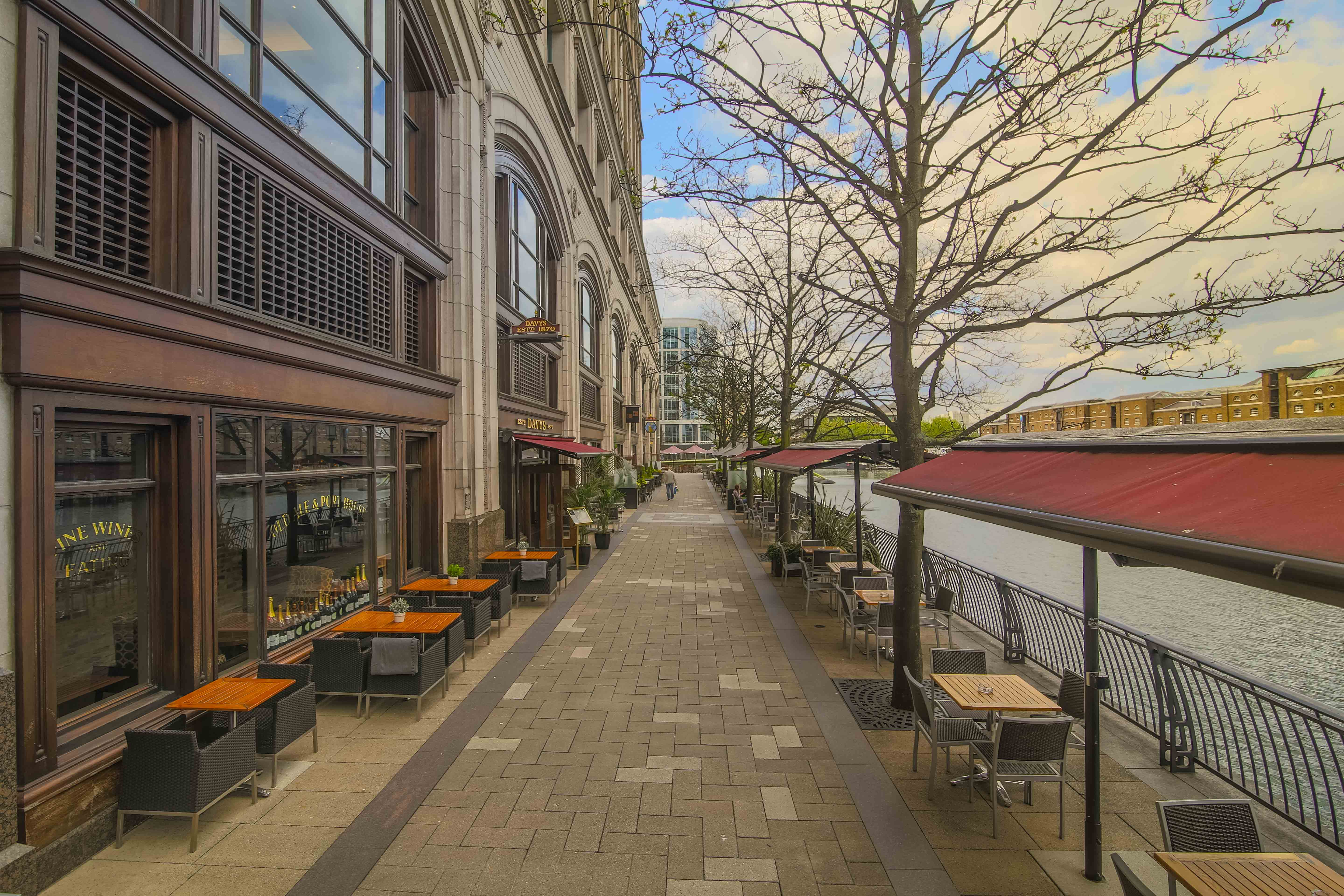 Davy's at Canary Wharf - Wine Bar & Restaurant in London