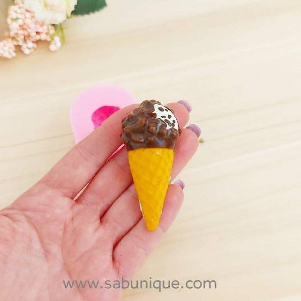 Çikolata Soslu Külahta Dondurma Silikon Kalıbı
