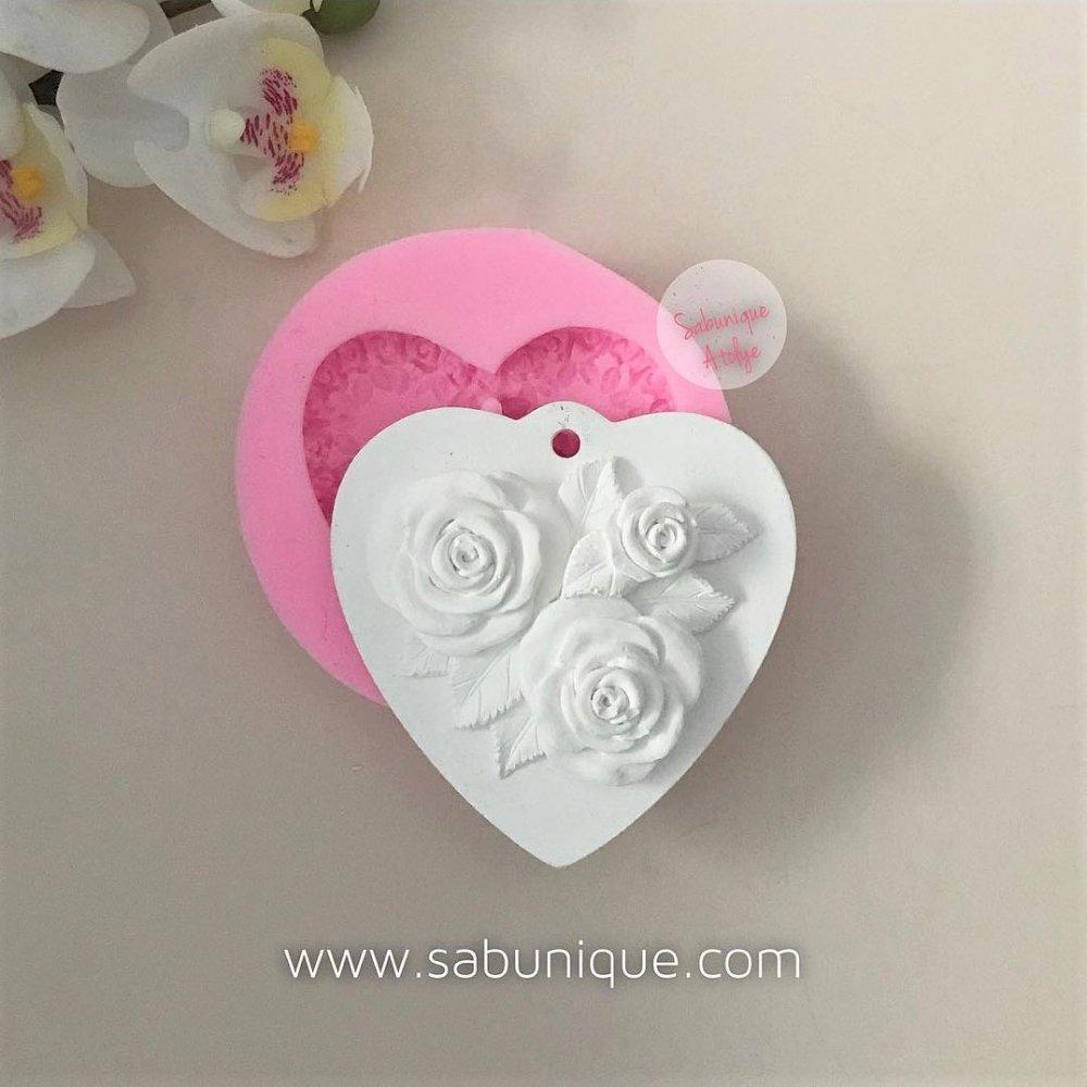 Kulplu Gül Kabartmalı Kalp Silikon Kalıbı