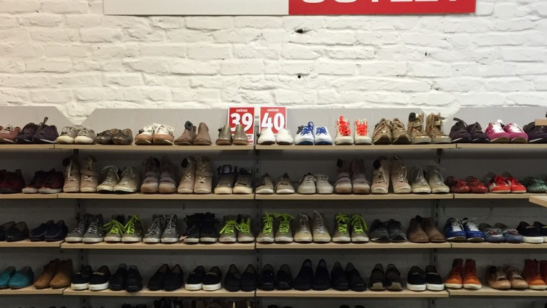 Lauter Schuhe im Leiser Outlet (Foto: Olaf Selchow)