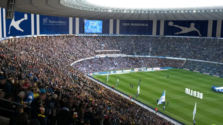 sieht es bald so aus wenn herthas fans im olympiastadion feiern b z berlin. Black Bedroom Furniture Sets. Home Design Ideas