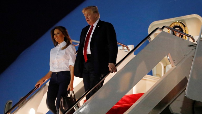 U.S. President Donald Trump and first lady Melania Trump arrive from Helsinki at Joint Base Andrews in Maryland, U.S., July 16, 2018. REUTERS/Kevin Lamarque (Foto: REUTERS)