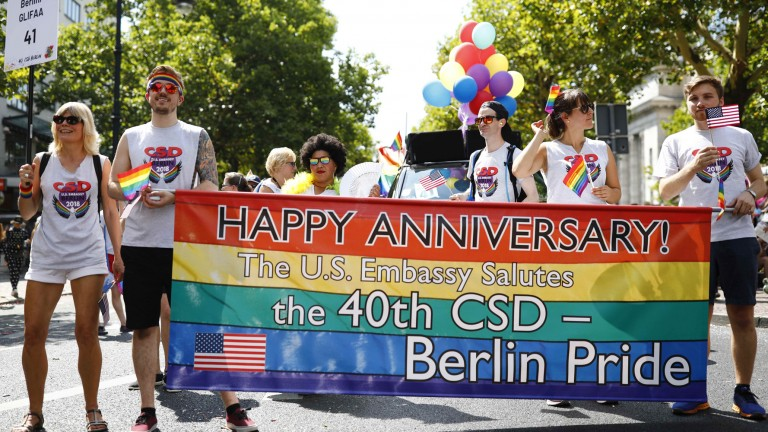 Revellers take part in the annual Gay Pride parade, also called Christopher Street Day parade (CSD), in Berlin, Germany July 28, 2018. REUTERS/Axel Schmidt (Foto: REUTERS)
