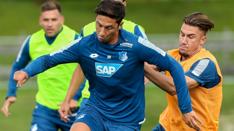 WINDISCHGARSTEN, AUSTRIA - JULY 16: Robert Zulj of Hoffenheim and Ermin Bicakcic of Hoffenheim battle for the ball during the Training Camp of TSG 1899 Hoffenheim on July 16, 2017 in Windischgarsten, Austria. (Photo by TF-Images/TF-Images via Getty Images) *** Local Caption *** 2.837159202 (Foto: Getty Images Sport/Getty Images)