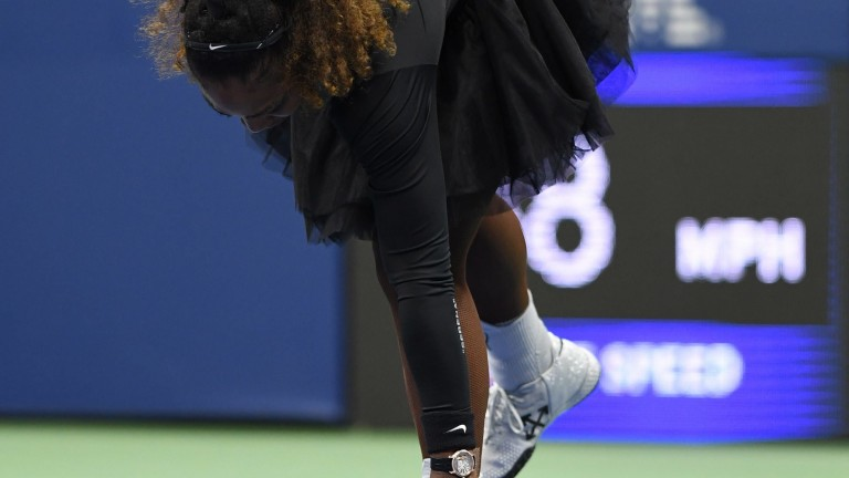 FLUSHING NY- SEPTEMBER 08: Serena Williams walks off the court after smashing her raquet during her match with Naomi Osaka in the women's finals on Arthur Ashe Stadium at the USTA Billie Jean King National Tennis Center on September 8, 2018 in Flushing Queens.  CAP/MPI04 ©MPI04/Capital Pictures   Keine Weitergabe an Wiederverkäufer.