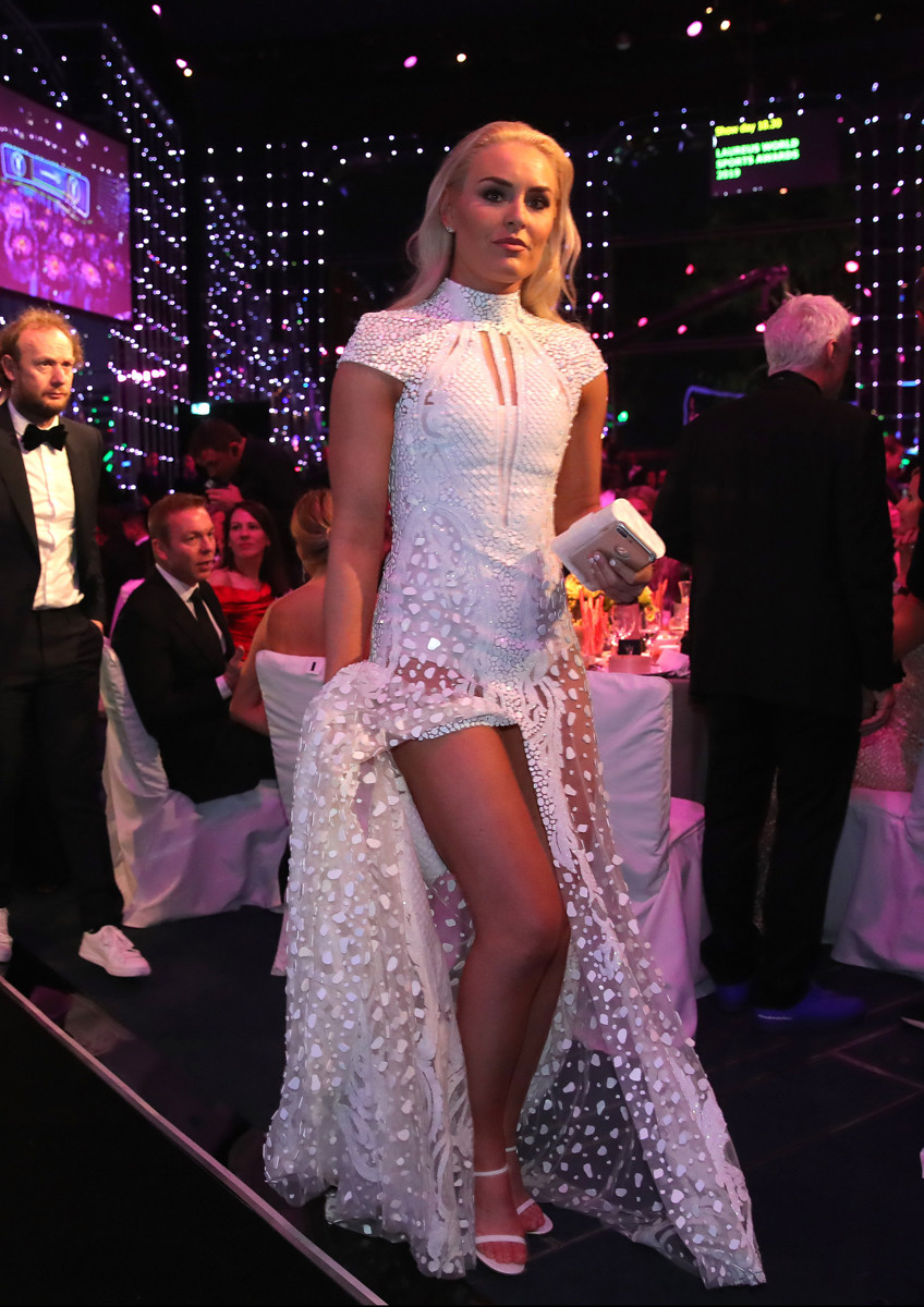 Skirennläufern Lindsay Vonn (34) im weißen Abendkleid (Foto: Getty Images for Laureus)
