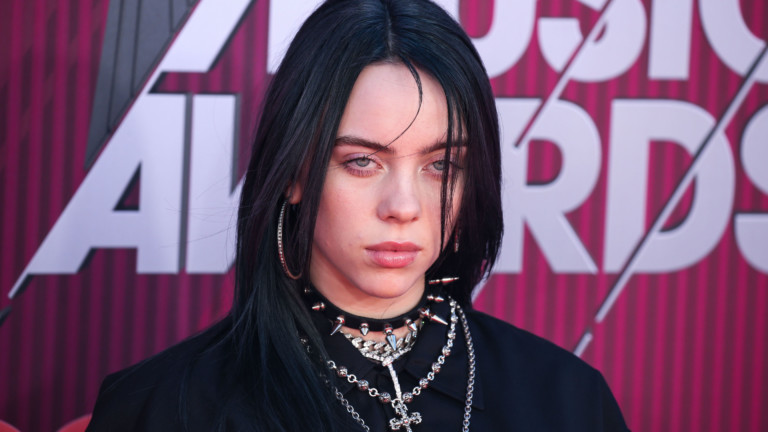 LOS ANGELES, CA, USA - MARCH 14: Singer Billie Eilish arrives at the 2019 iHeartRadio Music Awards held at Microsoft Theater at L.A. Live on March 14, 2019 in Los Angeles, California, United States. [ Rechtehinweis: picture alliance / Photoshot ]