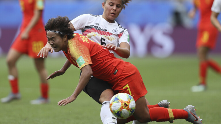 Lena Oberdorf gegen Wang Shuang (Foto: picture alliance/AP Photo)