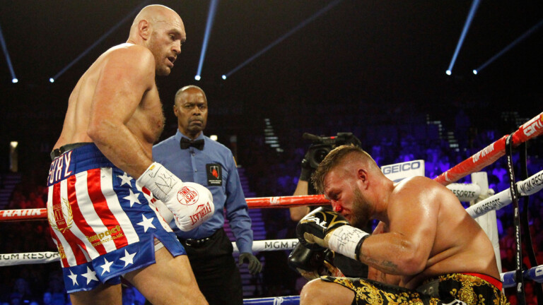 Der Magdeburger Tom Schwarz (r) hatte gegen Tyson Fury nicht die Spur einer Chance. In Runde zwei war der Kampf in Las Vegas beendet (Foto: picture alliance / newscom)