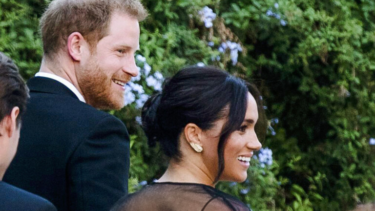 Britain's Prince Harry and his wife Meghan, Duchess of Sussex arrive to the wedding of Misha Nonoo and Michael Hess in Rome, Friday, Sept. 20, 2019. Britain's Prince Harry and his wife Meghan, Duchess of Sussex will attend the wedding of their friends before leaving on an official trip to Africa. (Claudio Peri/ANSA via AP) |