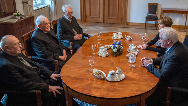 German President Frank-Walter Steinmeier (R) and his wife Elke Buedenbender (2nd R) sit with Holocaust survivors (from L) Pavel Tausig, Peter Gardosch, and Herman Hoellenreiner at the presidential Bellevue palace in Berlin on January 27, 2020. - Steinmeier will travel with the three survivors to the Auschwitz-Birkenau concentration camp in Poland where they will attend ceremonies marking the 75th anniversary of the liberation by Soviet troops of the complex. (Photo by John MACDOUGALL / AFP)
