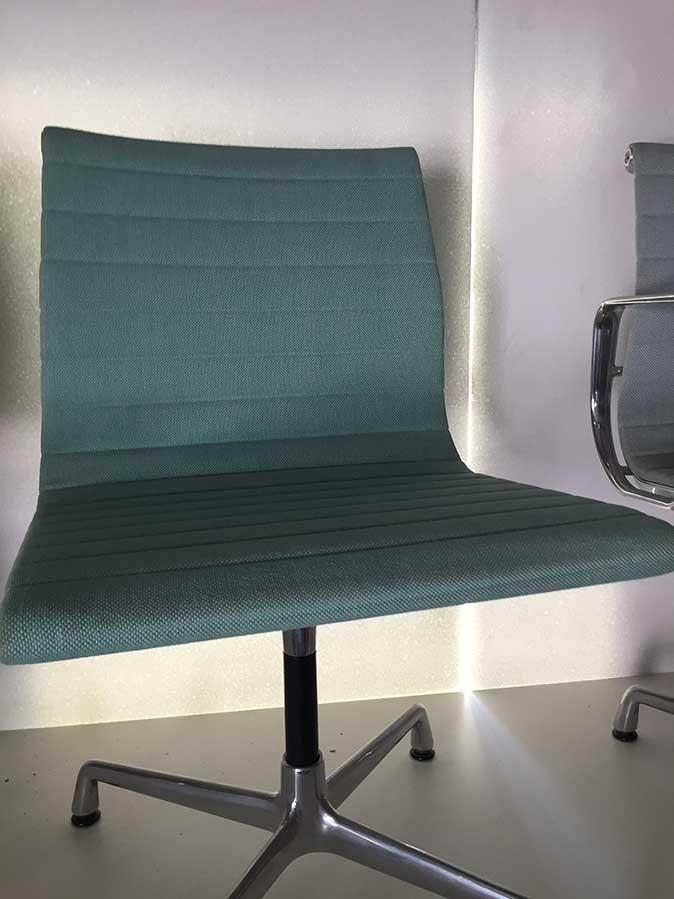 Aluminium Chair EA 101 (verde menta/avorio), Vitra - Deesup