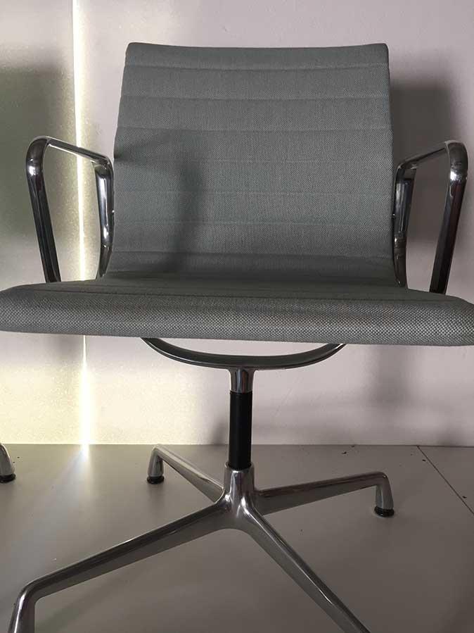 Aluminium Chair EA 104 (ice blue, avory), Vitra