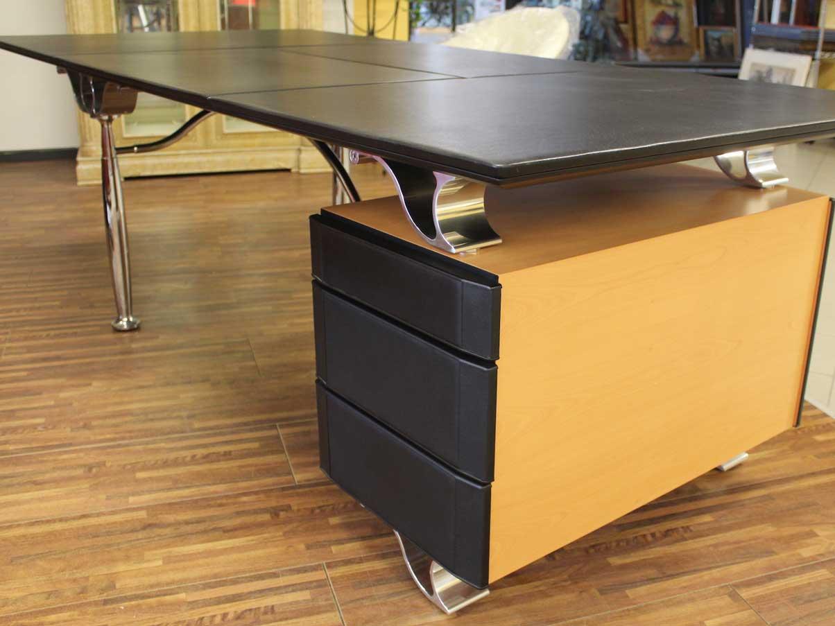 Corinthia Desk, Poltrona Frau - Deesup