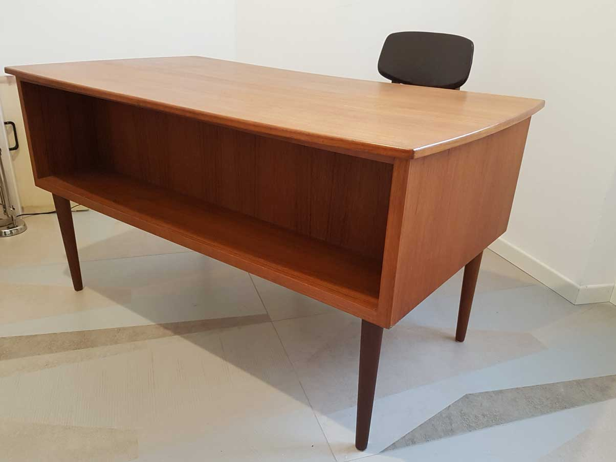 Scrivania In Teak.Teak Desk 1960s