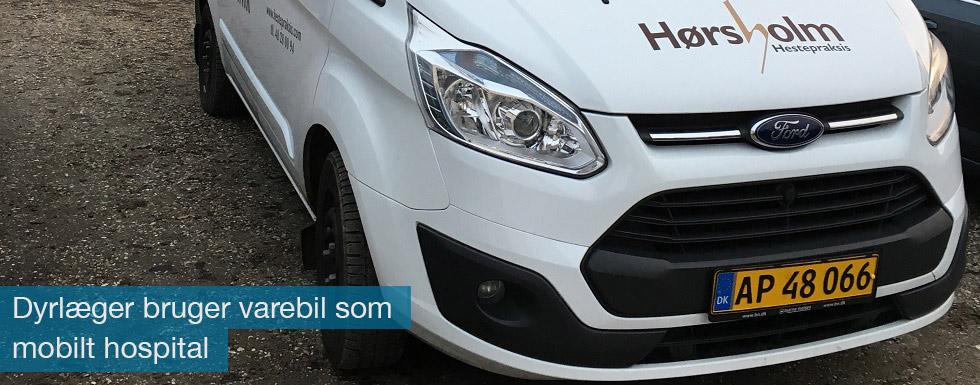 Dyrlægerne i Hørsholm Hestepraksis bruger en specialindrettet Ford Transit Custom som mobilt hospital
