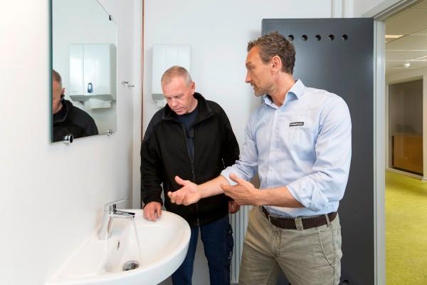 Nye vandhaner giver komfort og store besparelser i travlt kontormiljø