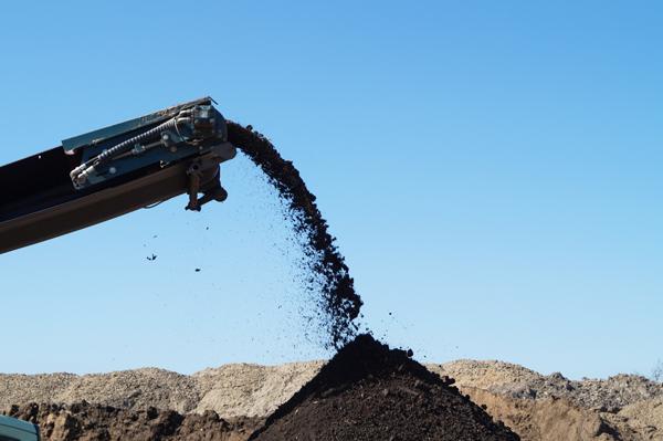 Kingo jordrens- og recyclingplads modtager byggeaffald og alle typer forurenet jord