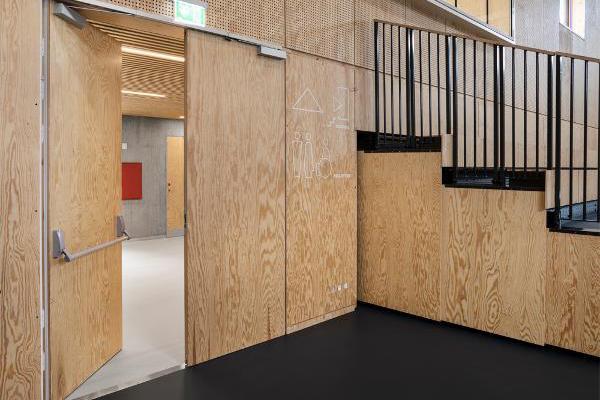 Usynlige døre i arkitektonisk multihal